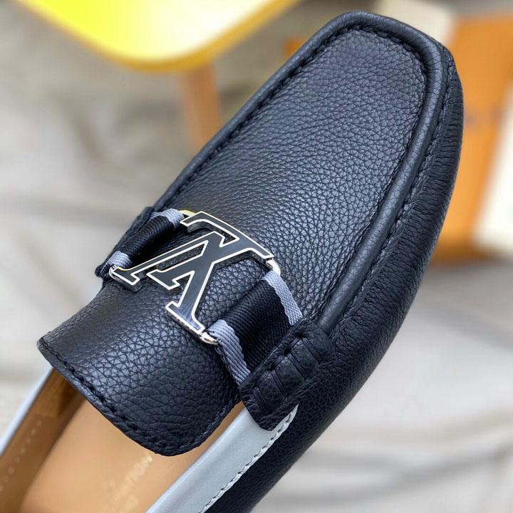 Chi tiết mũi giày nam được làm khéo léo LVGN8136