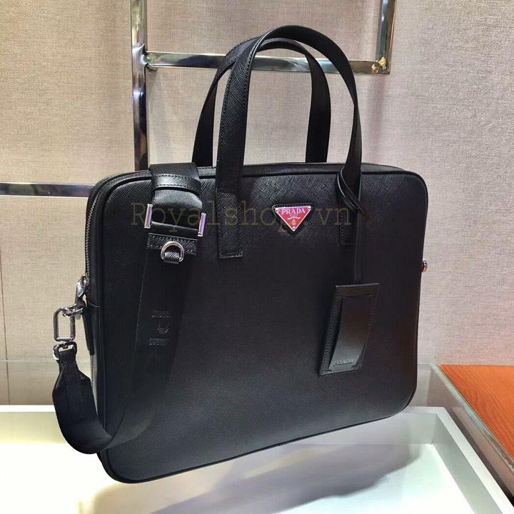 Các chi tiết trên túi được làm hoàn chỉnh và tinh xảo