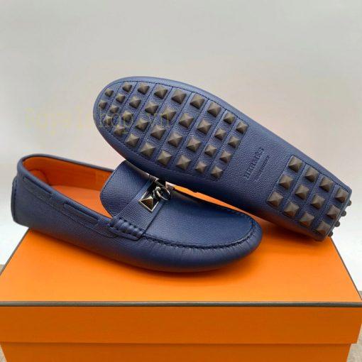 Đế giày nam được làm bằng cao su chống trơn trượt