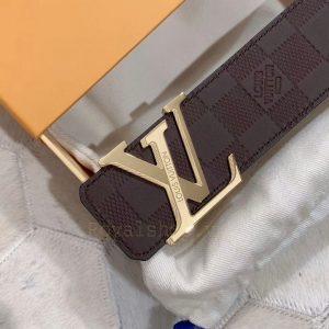 Mặt khóa LV được làm tinh xảo có tên thương hiệu Louis Vuitton