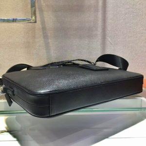 Phần đáy của túi xách nam siêu cấp PDTN2050