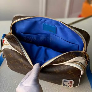 Phía bên trong túi LV nam