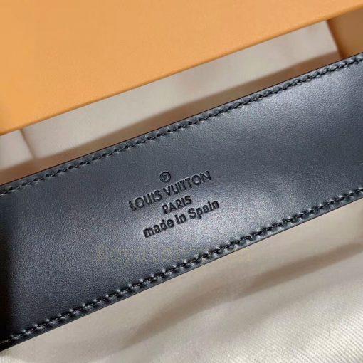 Thông tin và tên thương hiệu được khác gọn gàng mặt sau của dây lưng nam
