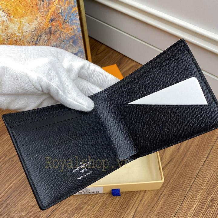 Chi tiết ví và các khe cắm thẻ
