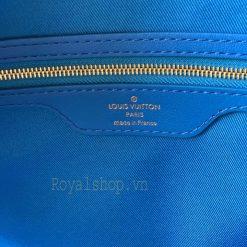 Khóa kéo và tên thương hiệu được in phun rõ nét bên trong túi