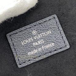 Tên thương hiệu được in phun lên tem da túi