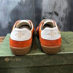 Gót giày với họa tiết hình ong