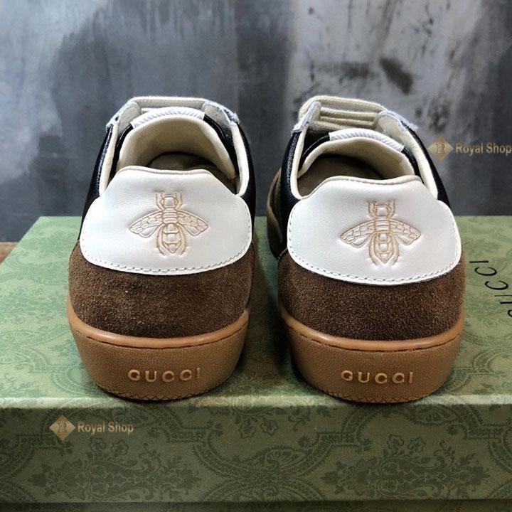 Phần gót giày với họa tiết ong