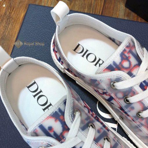 Bên trong giày in phun tên thương hiệu Dior
