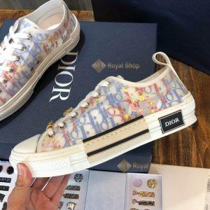 Các chi tiết trên giày được làm hoàn chỉnh