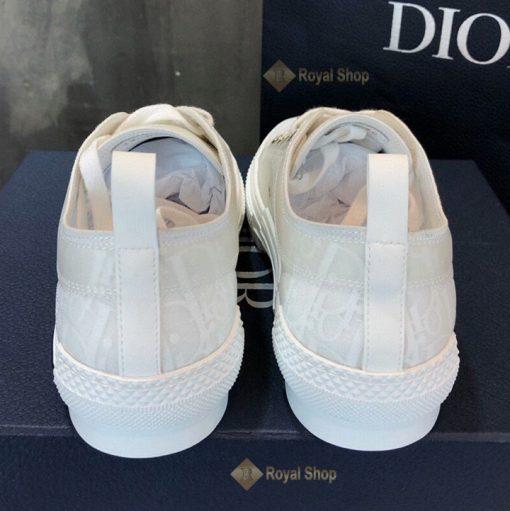 Gót giày màu trắng Dior