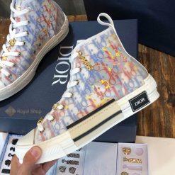Mặt bên giày và họa tiết màu sắc nổi bậtMặt bên giày và họa tiết màu sắc nổi bật