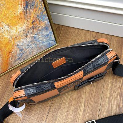 Phía bên trong túi đeo chéo nam LVTN8887