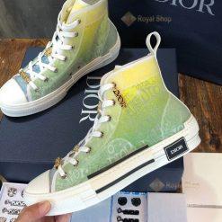 Chi tiết mặt bên của giày Dior