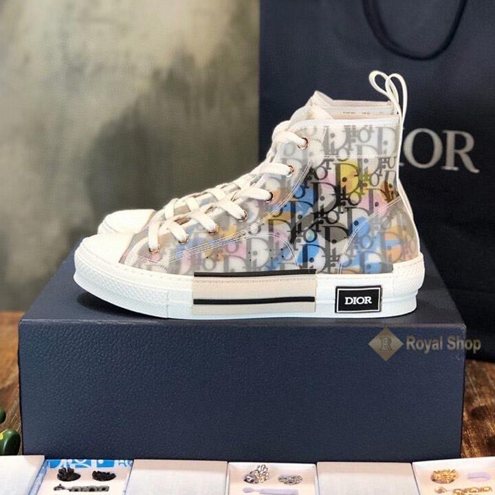 Giày Dior dáng cao cổ đang được ưa chuộng