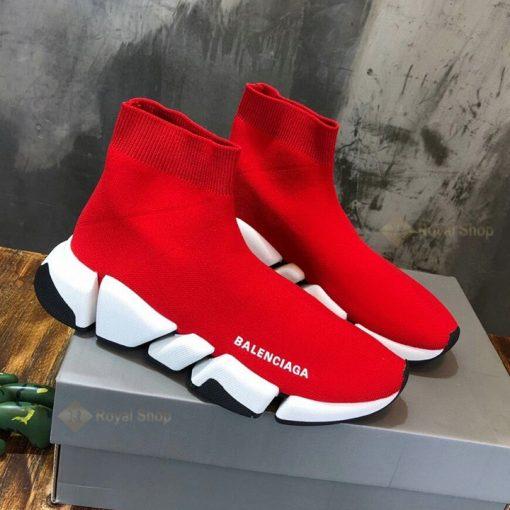 Mặt bên trong của giày có tên thương hiệu màu trắng nổi bật BLG4002