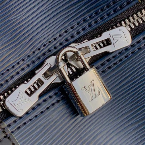 Ổ khóa và khóa kéo được khắc Logo LV rõ nét