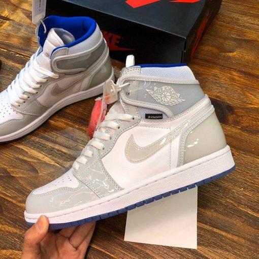 Chi tiết cạnh bên của giày Jordan nam