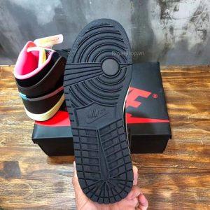 Phần đế giày được làm từ cao su cao cấp