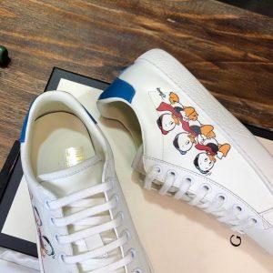 Bên trong giày