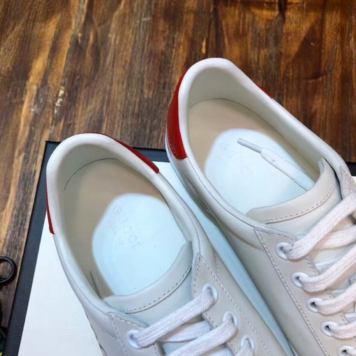 Bên trong giày unisex