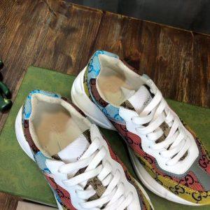 Chi tiết bên trong giày sneaker Rhytun
