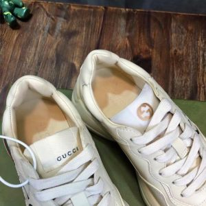 Chi tiết bên trong giày nam nữ