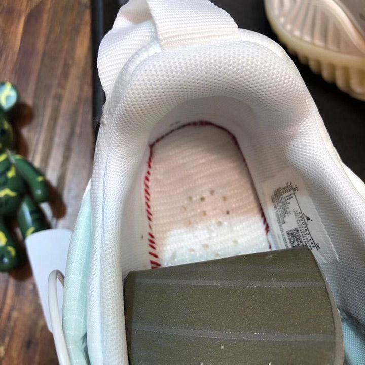 Chi tiết bên trong giày JDGN3004