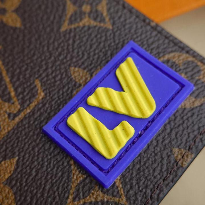 Logo LV chữ vàng được làm đẹp mắt