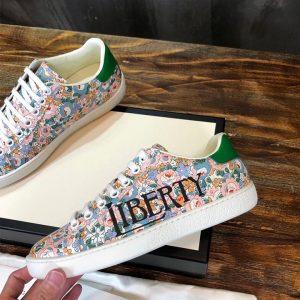 Mặt bên của giày Gucci