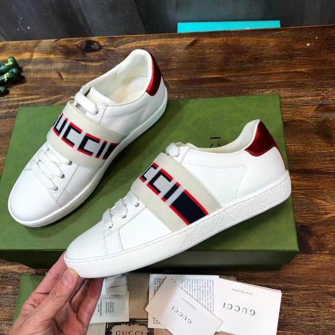 Mặt bên của giày sneaker unisex GCGN3906