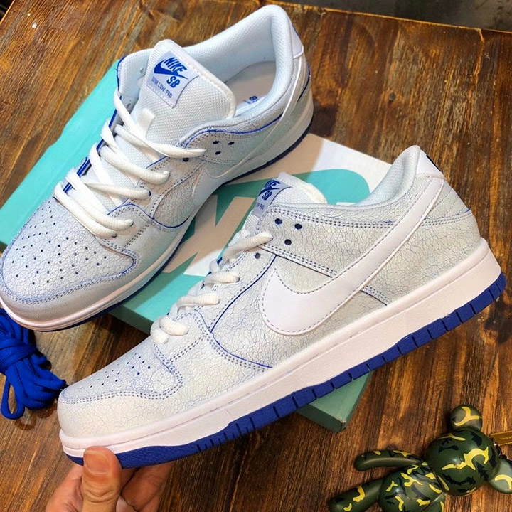 Mặt bên giày Nike Jordan