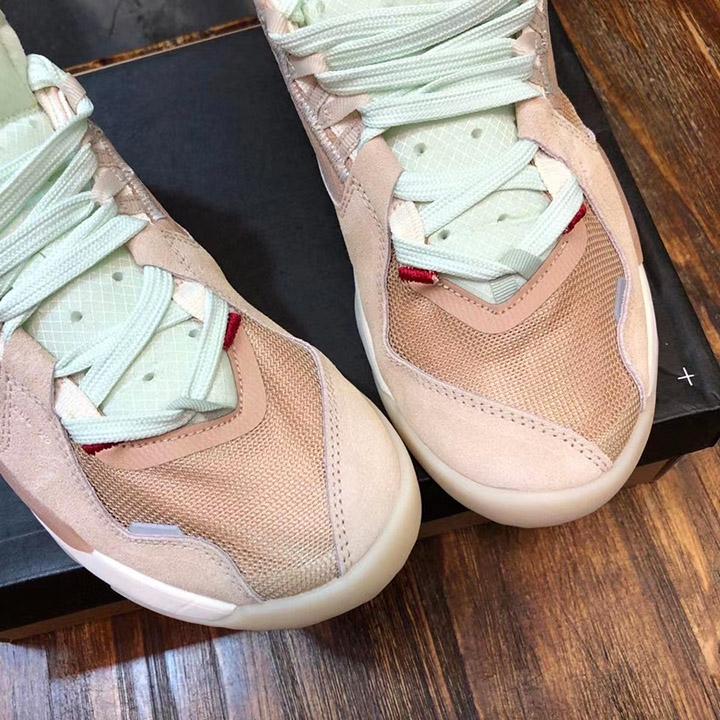 Mũi giày unisex được làm đẹp mắt