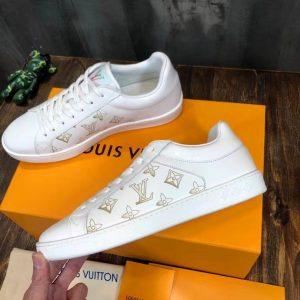 Các chi tiết trên giày được làm hoàn chỉnh và đẹp mắt