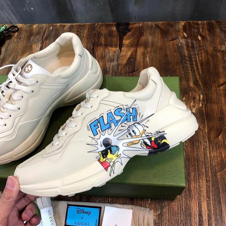 Cạnh bên của giày nam Gucci