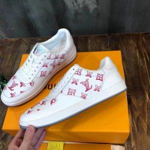 Cạnh bên giày LV hoa bông