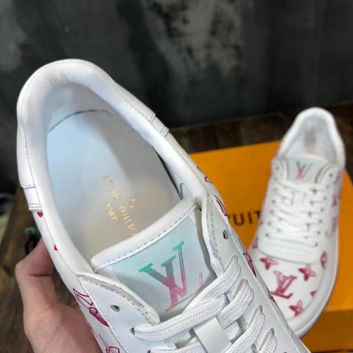 Chi tiết bên trong giày sneaker nam