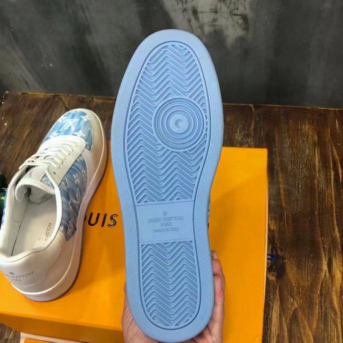 Phần đáy của giày sneaker