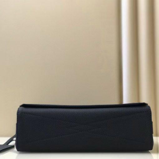 Phần đáy túi đeo chéo nam LVTN8892